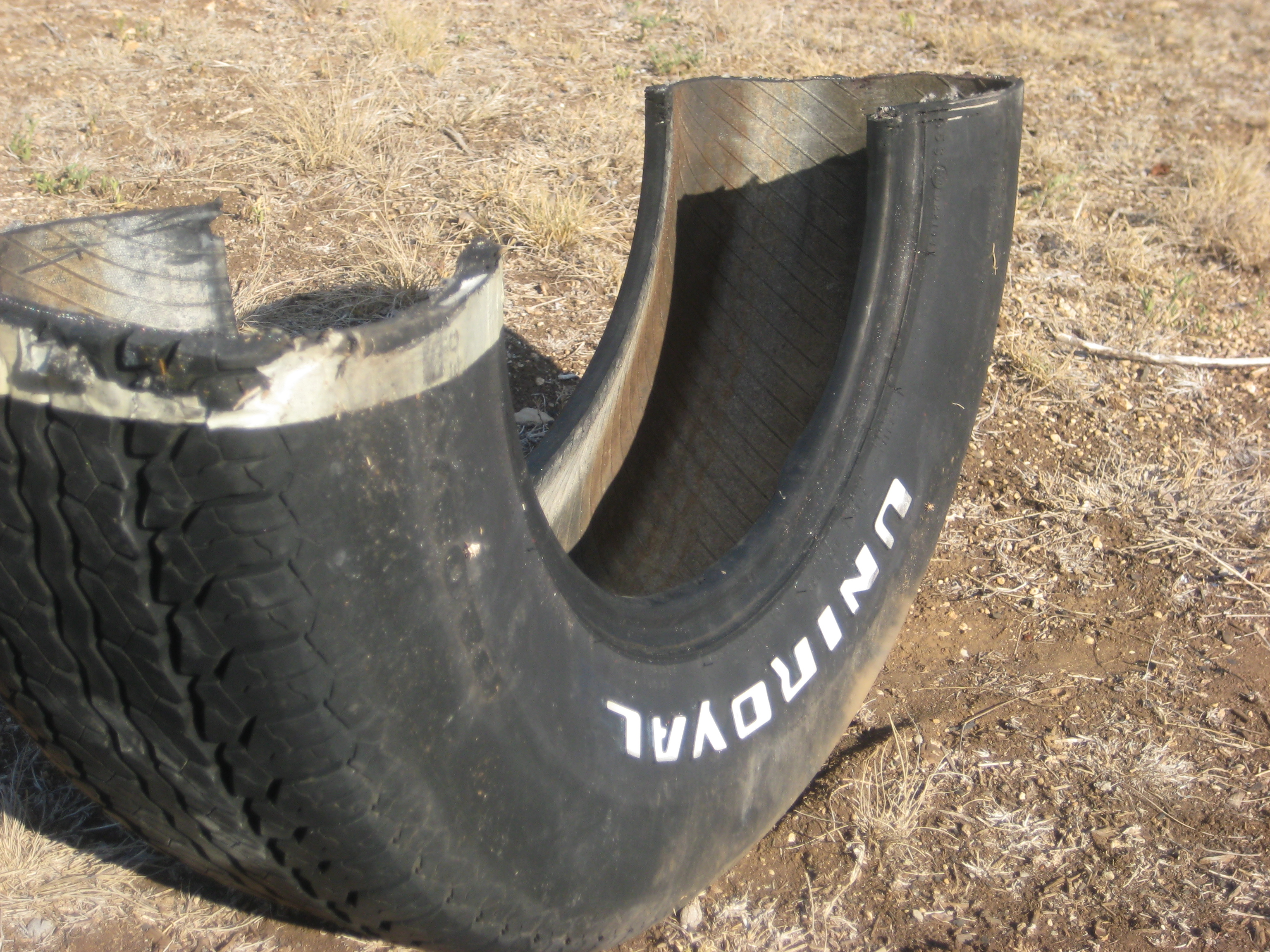 Diy recycled tire rocker aka tire teeter totter sweet for Amenagement jardin 100m2